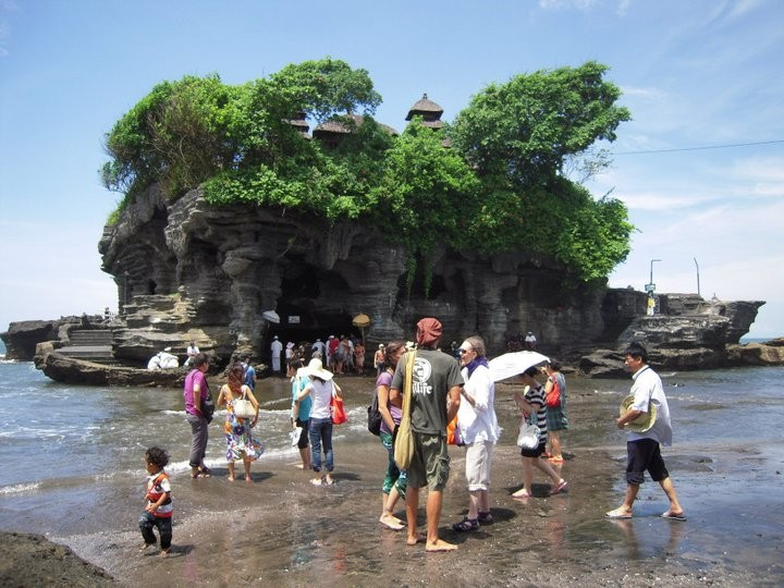 During low tide, many of our Master Cylinder One Being  visited the Holy Spring at the base of the Temple.