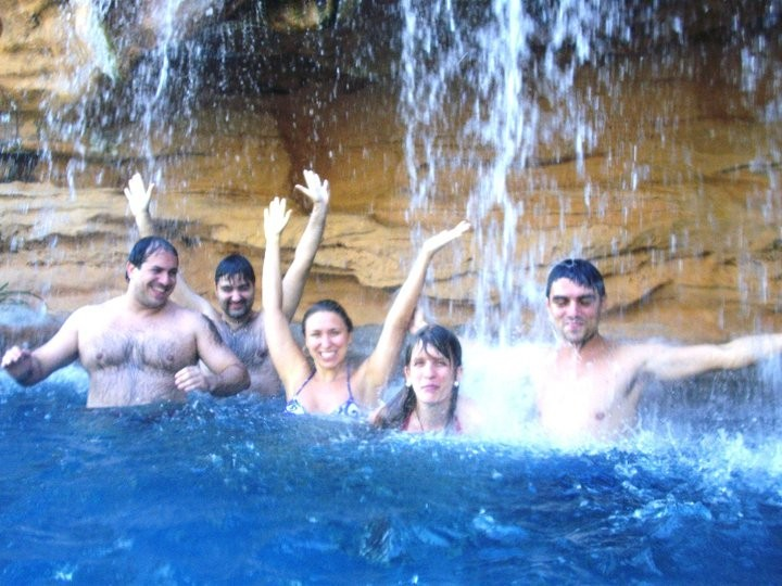 Xua-ing under a waterfall: Helder, Alessander, Viviane, Cris and Fernando.
