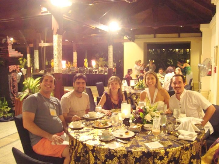 Some of our Brazilians enjoying a sumptuous dinner: Helder, Alessander, Cris, Viviane and Felipe.